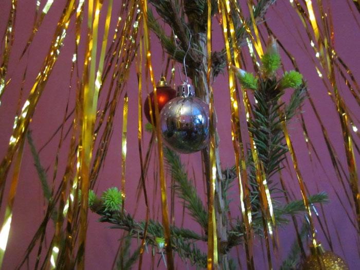 Цветущая елка 1 (700x525, 271Kb)