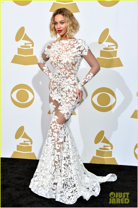 beyonce-wears-sexy-sheer-white-dress-at-grammys-2014-01 (466x700, 89Kb)