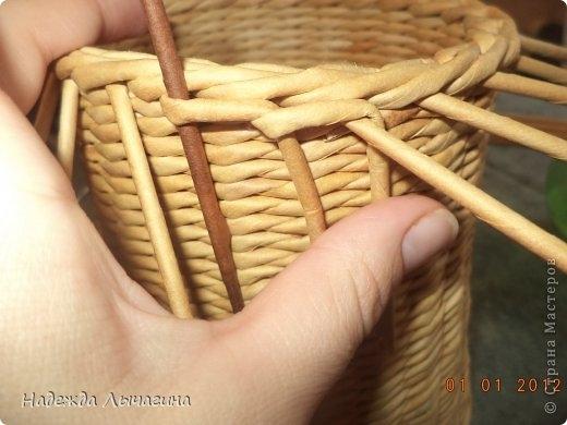 корзинка из газетных трубочек (22) (520x390, 106Kb)