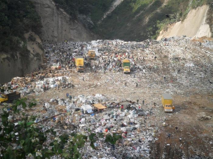 мусорная свалка в гватемале фото 1 (700x525, 455Kb)