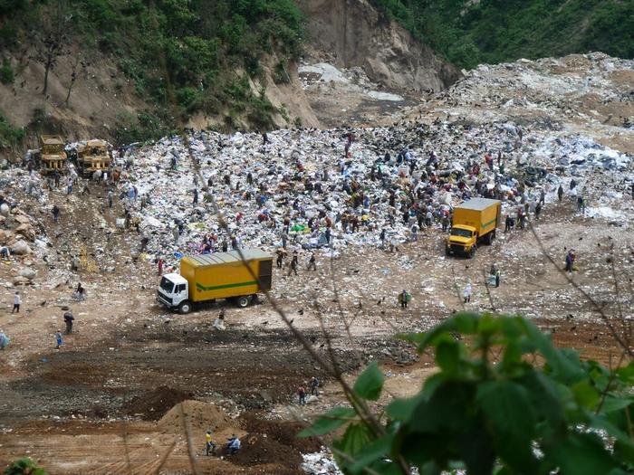 мусорная свалка в гватемале фото 2 (700x525, 498Kb)