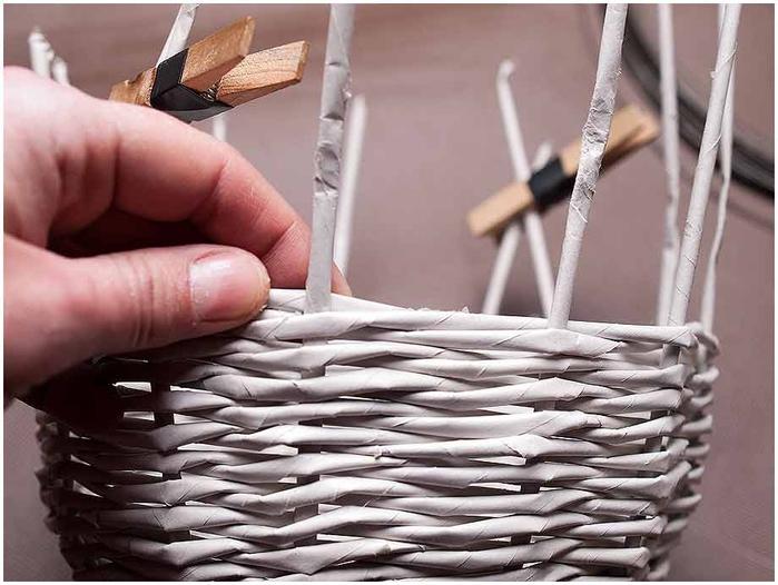 Плетение из газет. Мастер-класс по плетению корзинки для цветов (16) (700x526, 224Kb)