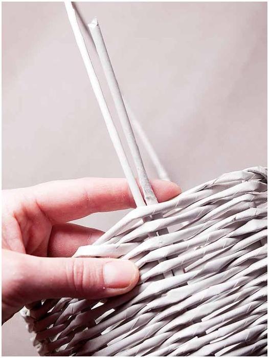 Плетение из газет. Мастер-класс по плетению корзинки для цветов (26) (526x700, 185Kb)