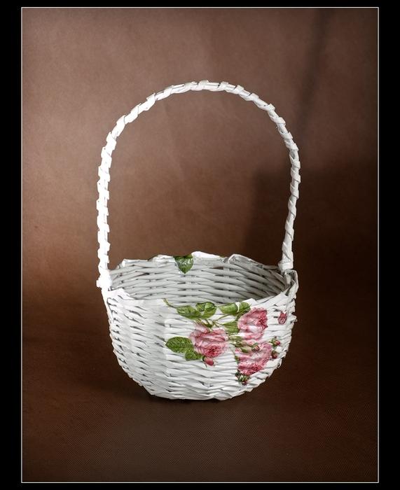 Плетение из газет. Мастер-класс по плетению корзинки для цветов (34) (571x700, 221Kb)
