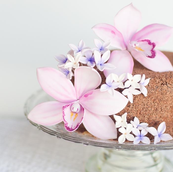Orquídea de masilla de azúcar para pastel de chocolate con crema de coco (7) (700x693, 239KB)
