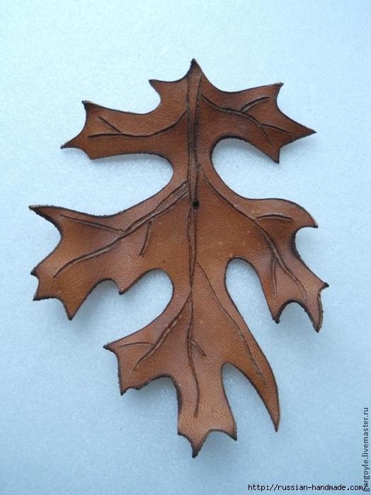 Дубовый лист из кожи и желуди из деревянных бусин (8) (524x700, 235Kb)
