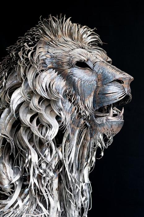 металлическая скульптура льва 3 (465x700, 252Kb)