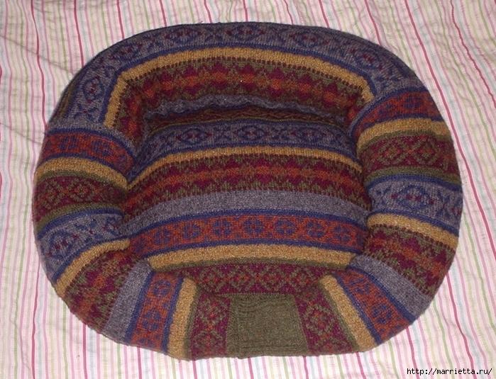 Кроватка для кошки из старого свитера. Мастер-класс (10) (700x535, 355Kb)