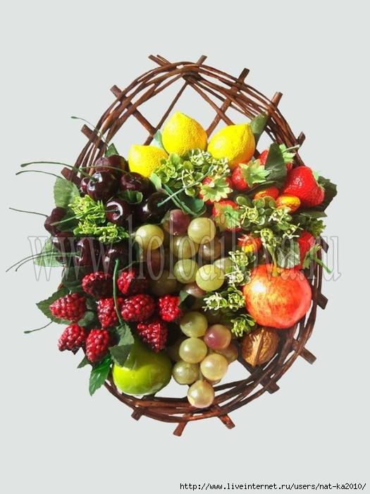 Искусственные цветы и фрукты