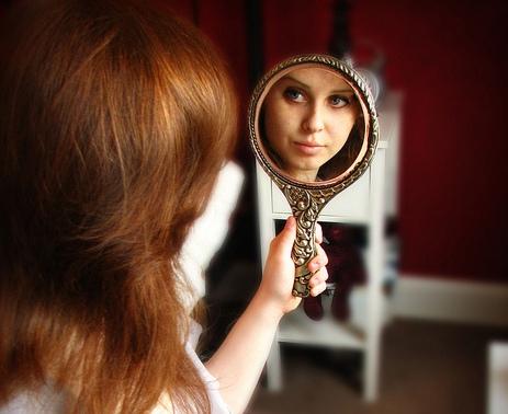 девушка-с-зеркалом (463x378, 70Kb)