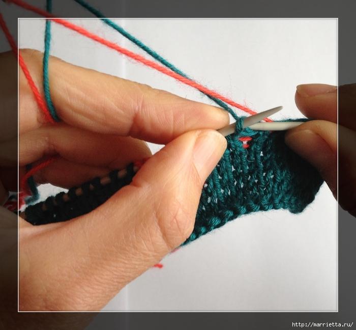 Интересное приспособление для вязания спицами жаккарда (6) (700x648, 255Kb)