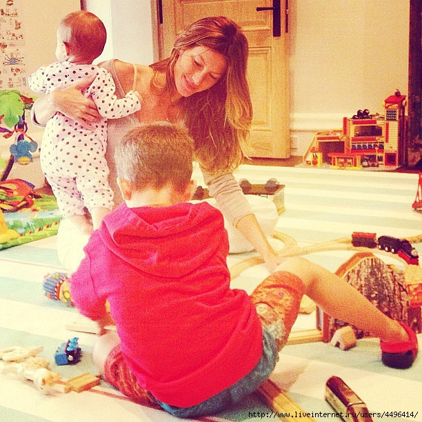 Vivian-her-arms-Gisele-BГјndchen-her-son-Benjamin-played-toy-train (612x612, 291Kb)