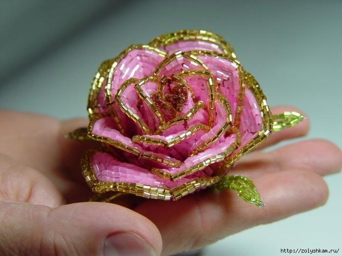 """Роза из бисера """" - работа моей подруги Оксаны из. .  И замечательный видео-мастер-класс, как сделать розу из бисера..."""
