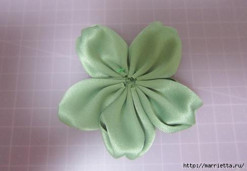 цветочки из ленточек для заколки (8) (488x338, 75Kb)