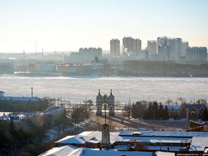 Благовещенск- город на Дальнем Востоке, административный центр Амурской обл