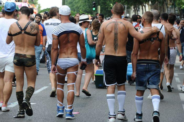 На гей-клуб в центре Москвы было совершено нападение. В клуб ворвались пор