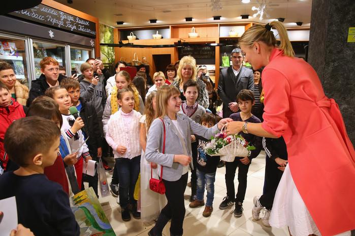 Maria+Sharapova+Maria+Sharapova+Promotes+Candy+nAgQ4k8Z1l5x (700x466, 143Kb)
