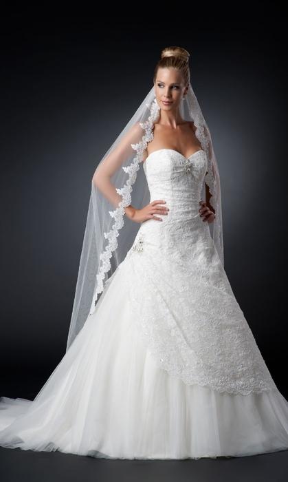 Свадебный салон в СПб со страстным итальянским духом (1) (419x700, 118Kb)