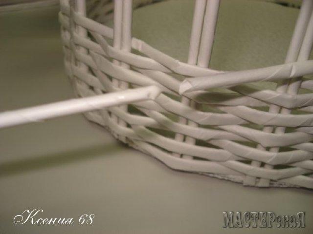 ПЛЕТЕНИЕ. БЕЛАЯ КОРЗИНКА из кассовой ленты (22) (640x480, 90Kb)
