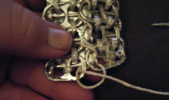 Стильные сумочки из баночных ключей (22) (700x417, 408Kb)