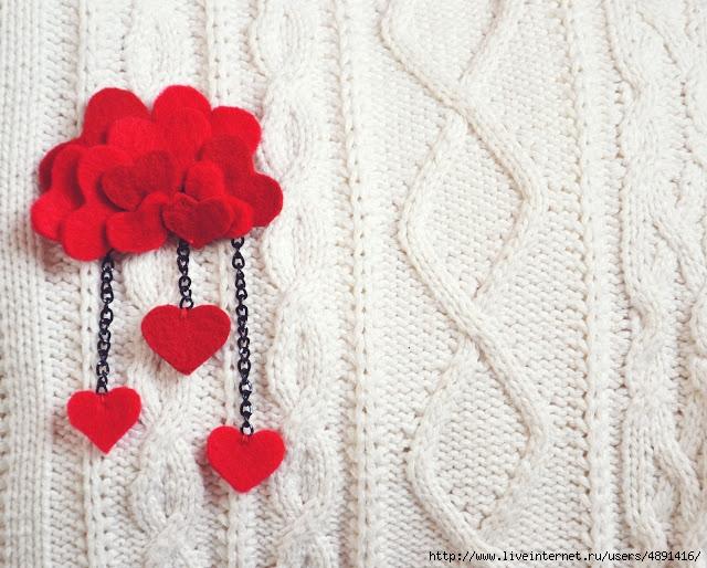 Брошь из сердечек