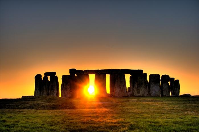 3937404_stonehenge_sun (700x465, 196Kb)