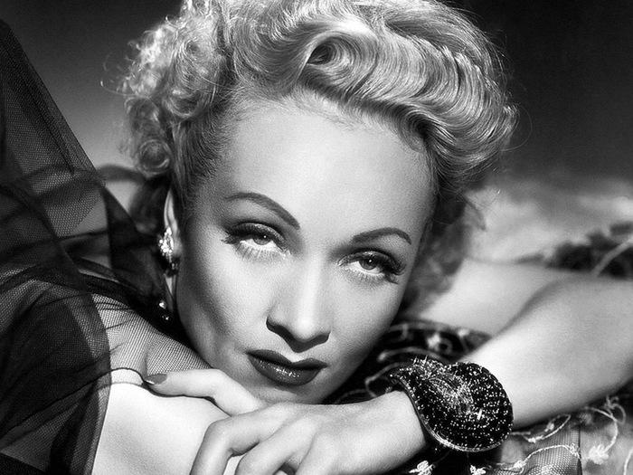 kinopoisk.ru-Marlene-Dietrich-1639346-w-800 (700x525, 131Kb)