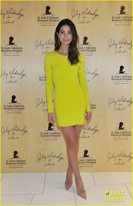 lily-aldridge-launches-velvet-line-surrounded-by-celebrity-pals-13 (453x700, 82Kb)