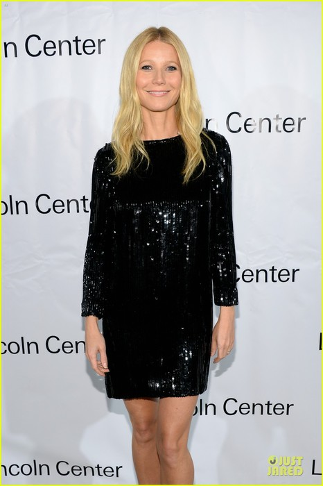 gwyneth-paltrow-sparkles-the-great-american-songbook-event-04 (466x700, 59Kb)