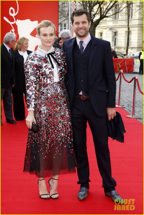 diane-kruger-brings-joshua-jackson-along-for-berlin-film-festival-premiere-05 (469x700, 101Kb)