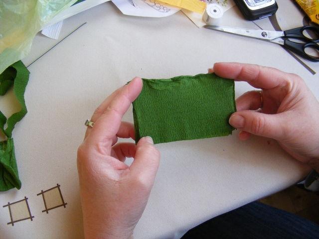 Крокусы из гофрированной бумаги. Мастер-класс (16) (640x480, 148Kb)