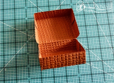 Скрапбукинг. Чемодан из фактурного картона (10) (400x289, 160Kb)