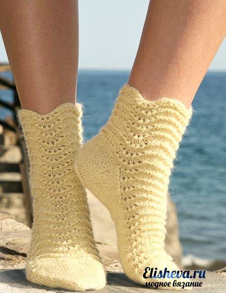 Носочки с волнообразным узором