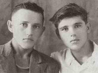 Мидхат и Жават Бикуловы Кудеч 1942 /5579119_ (329x246, 12Kb)