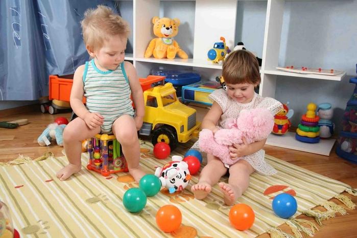 Игрушки для детишек от года до трех лет (6) (700x466, 256Kb)