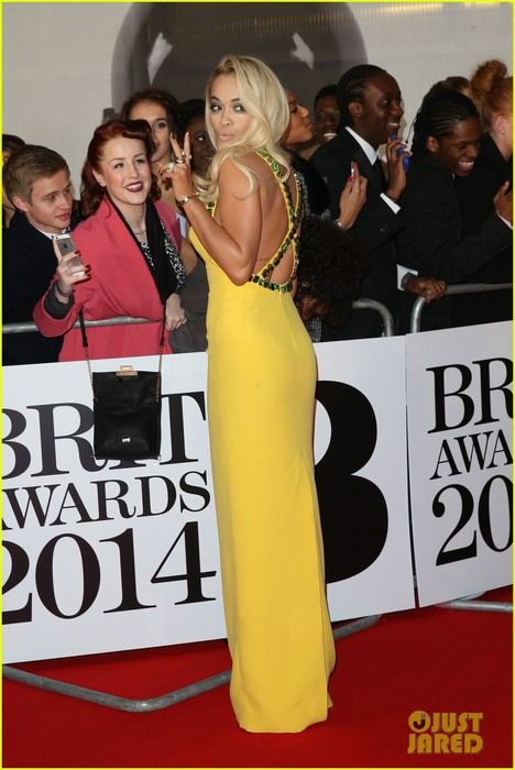 rita-ora-calvin-harris-brit-awards-2014-rec-carpet-02 (468x700, 81Kb)