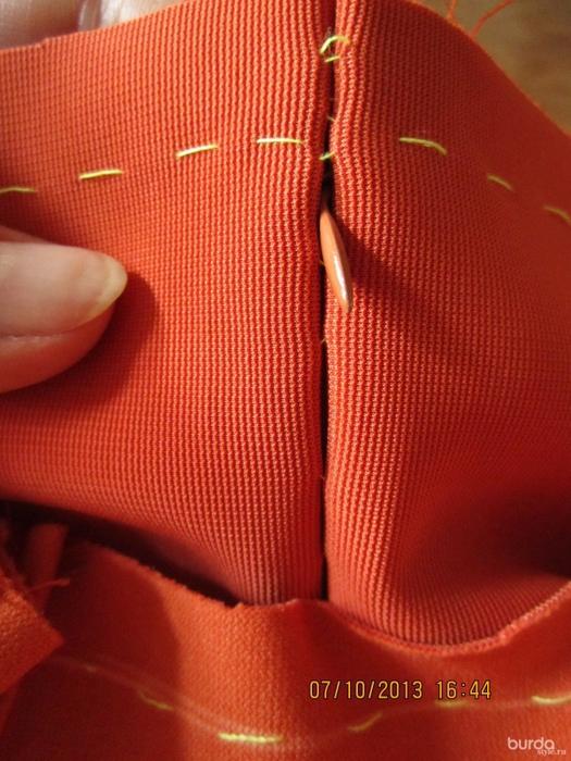 Шитье короткой юбки со шлицей сзади