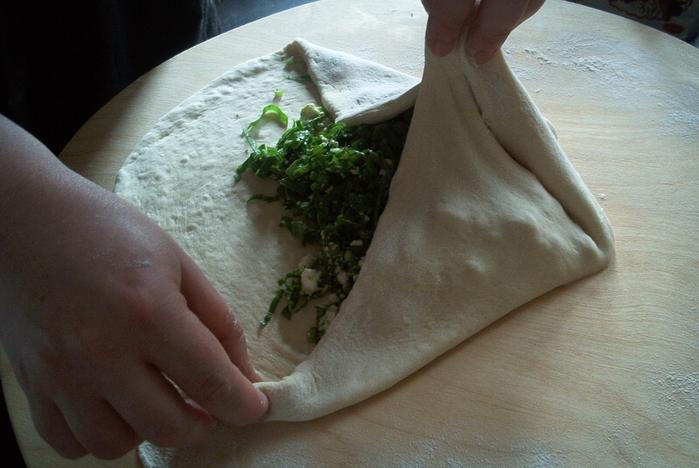Осетинские пироги. Вкусный рецепт с сыром и свекольными листьями (6) (700x468, 250Kb)