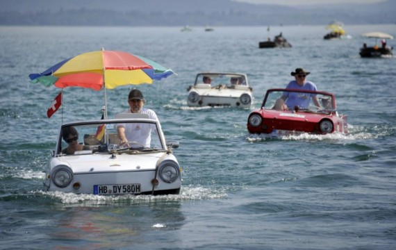 водный автомобиль швейцария (570x360, 160Kb)