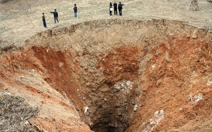 Карстовые воронки, кратеры и обрушения дорог