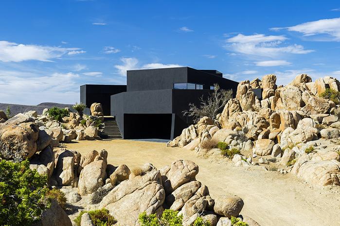 современный дом в пустыне фото 1 (700x466, 487Kb)