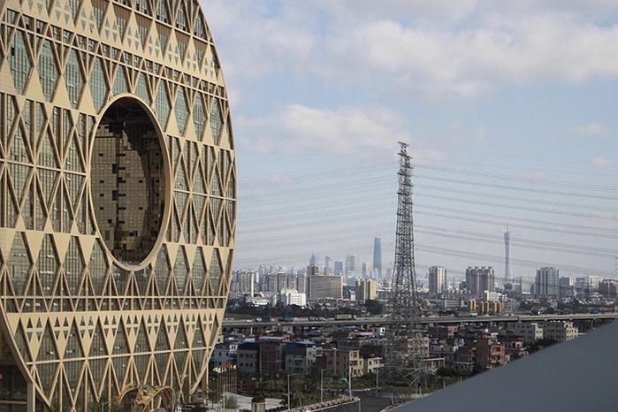 небоскреб золотой пончик китай фото 2 (700x466, 401Kb)