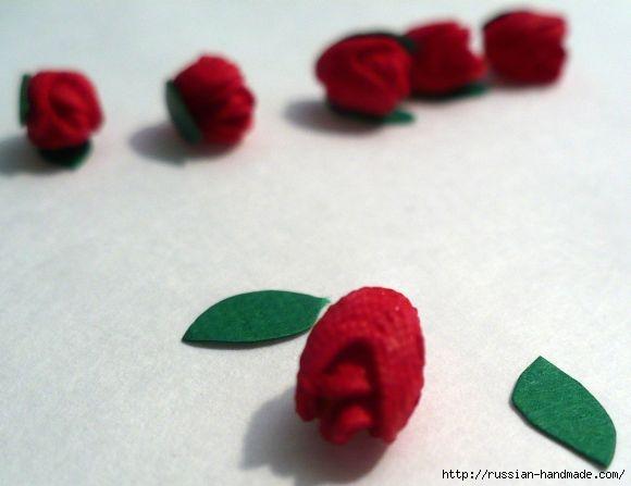 Миниатюры. Вазочка из пуговиц с розочками из тесьмы (5) (580x447, 85Kb)