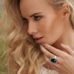 4360286_99px_ru_avatar_153584_blondinka_derjit_ruku_u_lica_na_palce_persten (150x150, 14Kb)