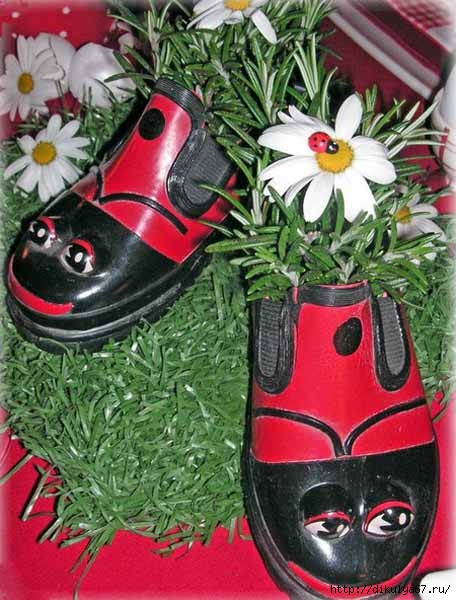 reuse-recycle-shoes-planter-garden-decorations-6 (456x600, 178Kb)