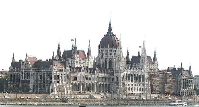 3201191_800pxBudapest_Parliament (700x374, 52Kb)