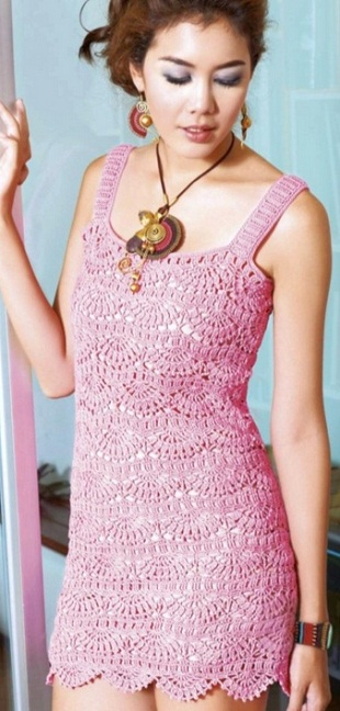 Ажурное платье связано крючком