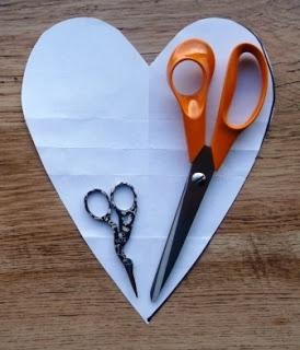 Джинсовые идеи. Органайзер в форме сердца для рукоделия (4) (274x320, 60Kb)