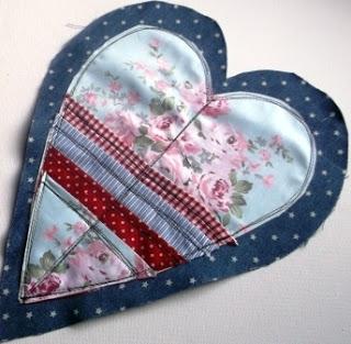 Джинсовые идеи. Органайзер в форме сердца для рукоделия (11) (320x313, 80Kb)