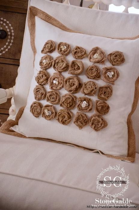 Подушка с розочками из мешковины (8) (463x700, 242Kb)